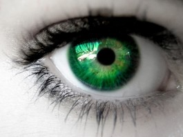 characteristics of people with green eyes