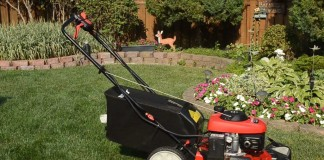 self propelled lawn mowers