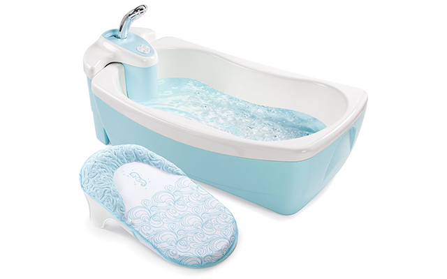 top 10 best baby bath tubs of 2017 reviews pei magazine. Black Bedroom Furniture Sets. Home Design Ideas