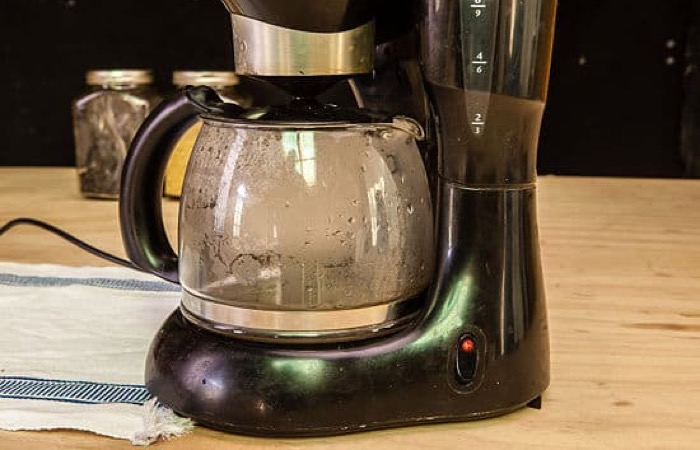 clean coffee pot with vinegar